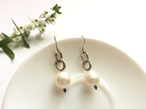 Ops Pearl Silver Earrings