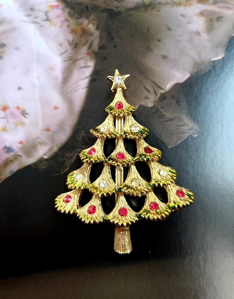 Western antique jewelry. Christmas theme elegant style Christmas tree pin