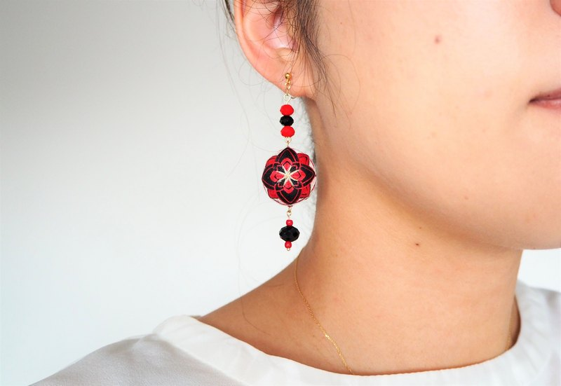 tachibanaya Playing cards Japanese TEMARI earrings metal Allergy-free Red Black