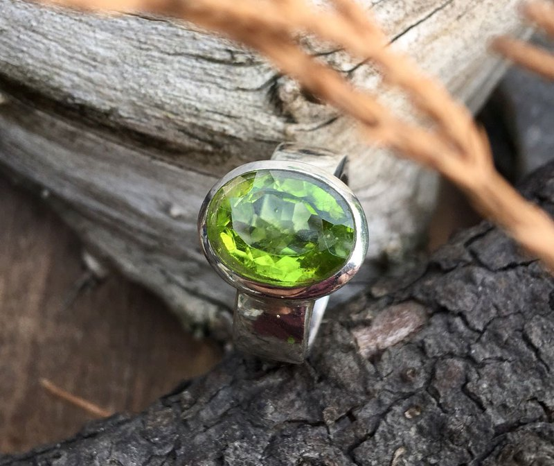 Night Emerald / Large Grain Olivine Handmade Silver Ring / International Rings No. 10