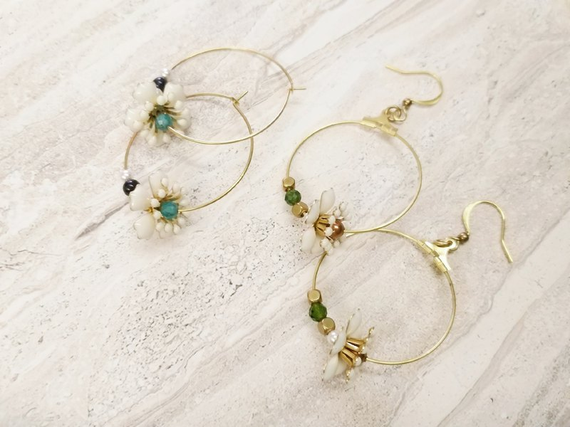 Four seasons and edging flower brass earrings (small / two colors)