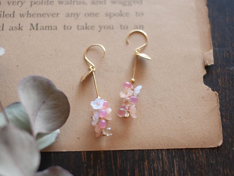 Drops and Flowers Earrings / Pink