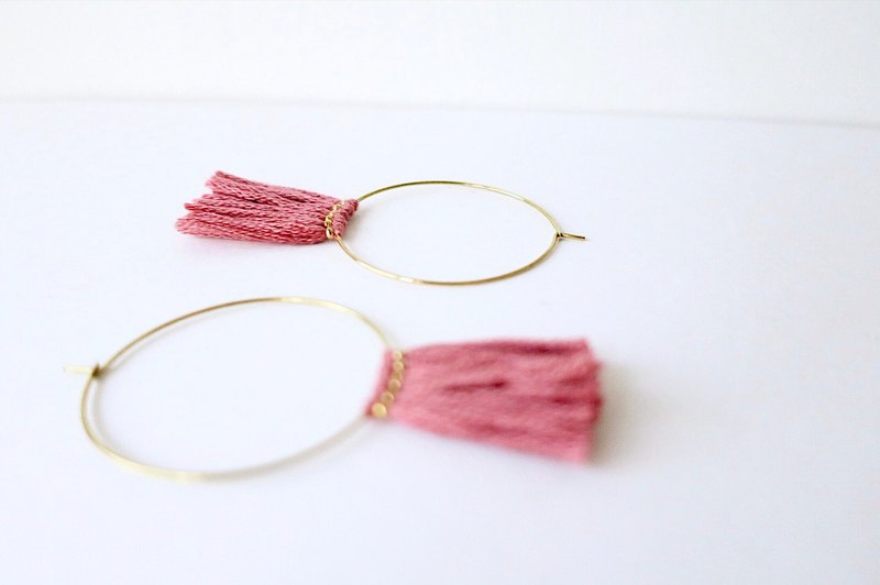 [endorphin] Brass Ring Dry Rose Tassel Earrings