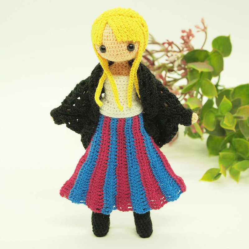 crochet doll/amigurumi/Long skirt & cardigan/like a figure doll【made-to-order】