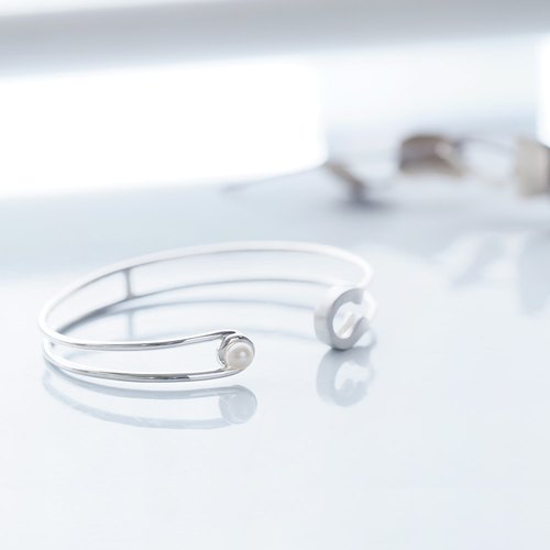 Pearl safety pin bangle silver 925