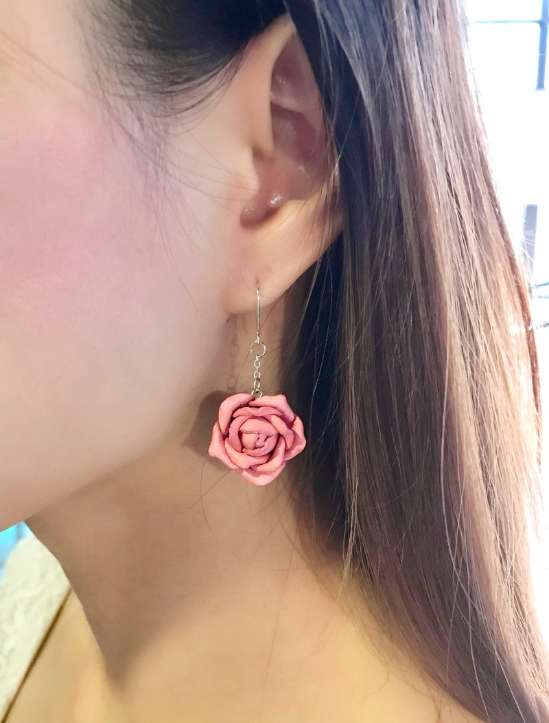 Leather Rose Earrings│ ear hook │ hanging ear style