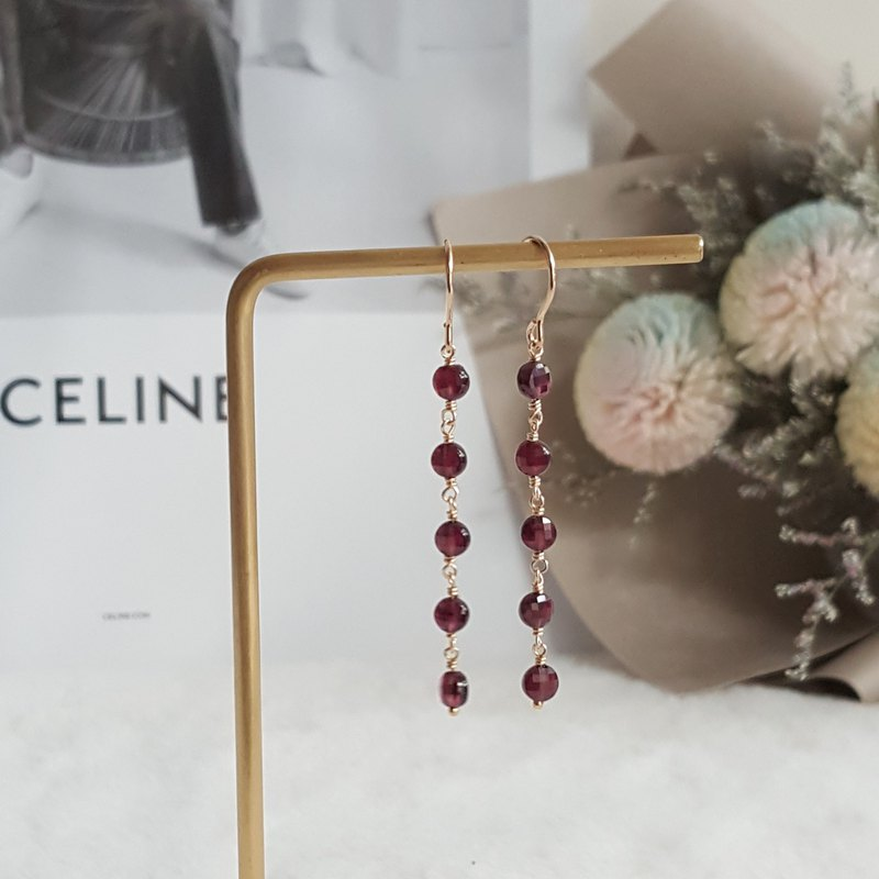 14kgf Garnet Garnet Earrings