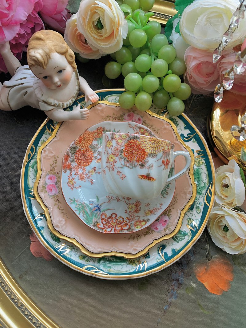 ♥ Annie crazy antiques ♥ 1891 Victorian three-dimensional hand-painted shell design hand-painted bone china flower teacup three groups ~ worth collecting