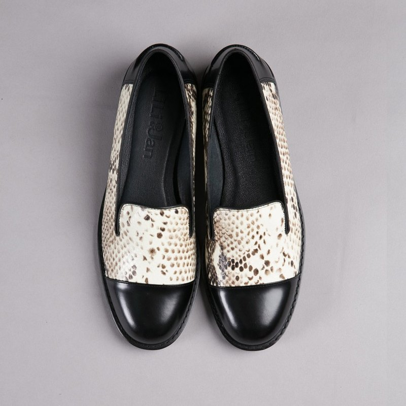 [Intermittent mature] two-color leather loafers _ two-color snake pattern