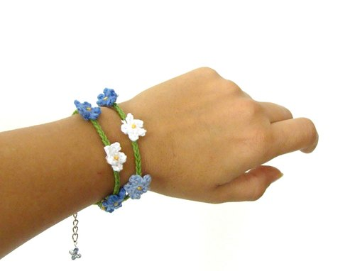 Crochet tiny flowers bracelet, blue white green flowers wrist chain bracelet,forget me not flowers crochet