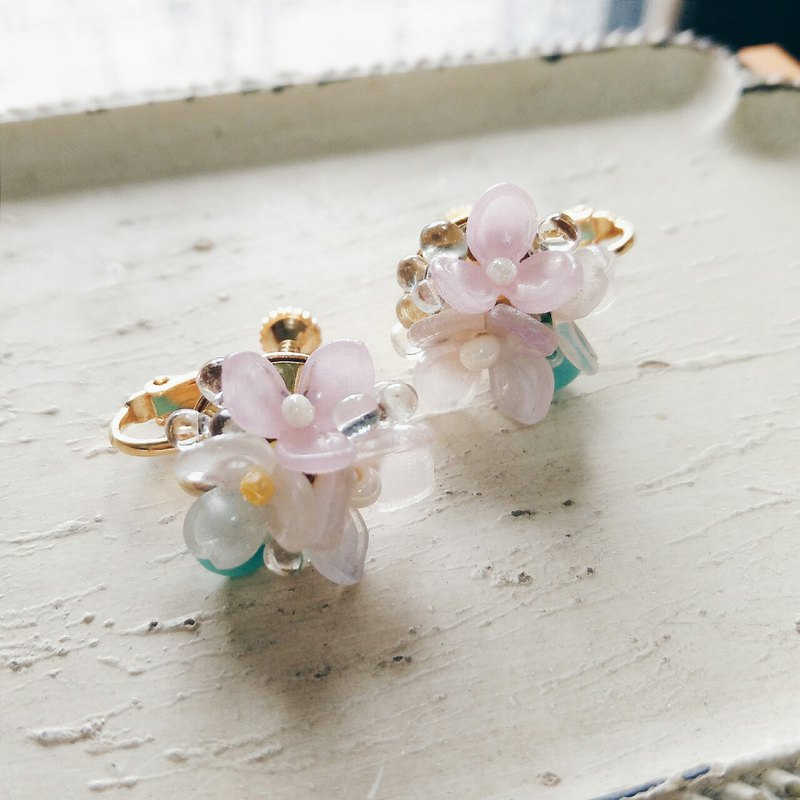 Momolico peach lily earrings light color small bouquet can be changed
