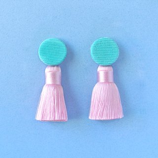 Watery-blue corduroy round button / pink tassel earrings