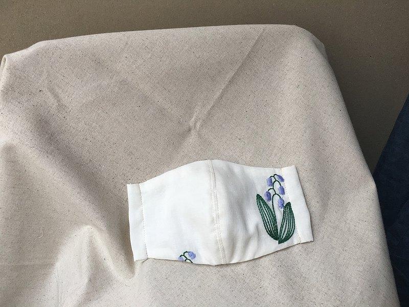 米白鐘鈴花刺繡立體兩用口罩or口罩套-日本製二紗(附耳繩)