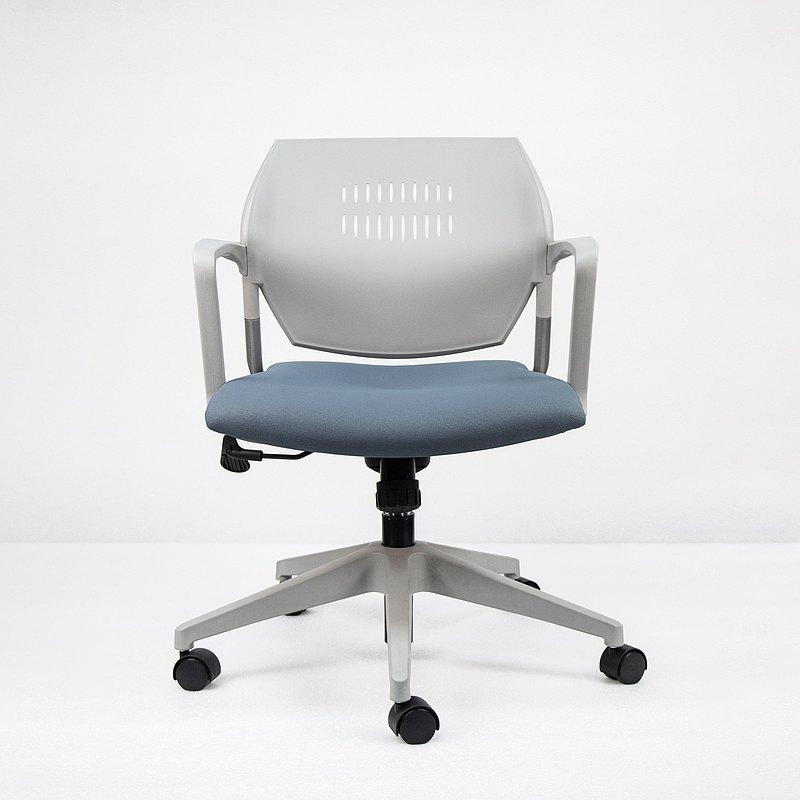 IMPRESSA | 小資扶手辦公椅 - 灰 x 灰藍座