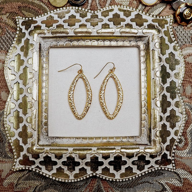 Vintage gold color carved antique earrings BPA049