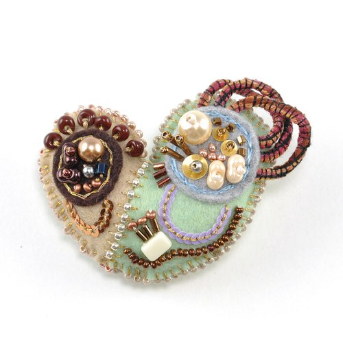 Heart brooch 3