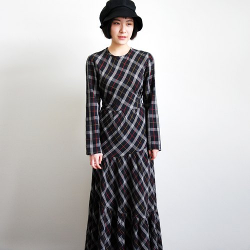 Pumpkin Vintage. Ancient plaid long dress