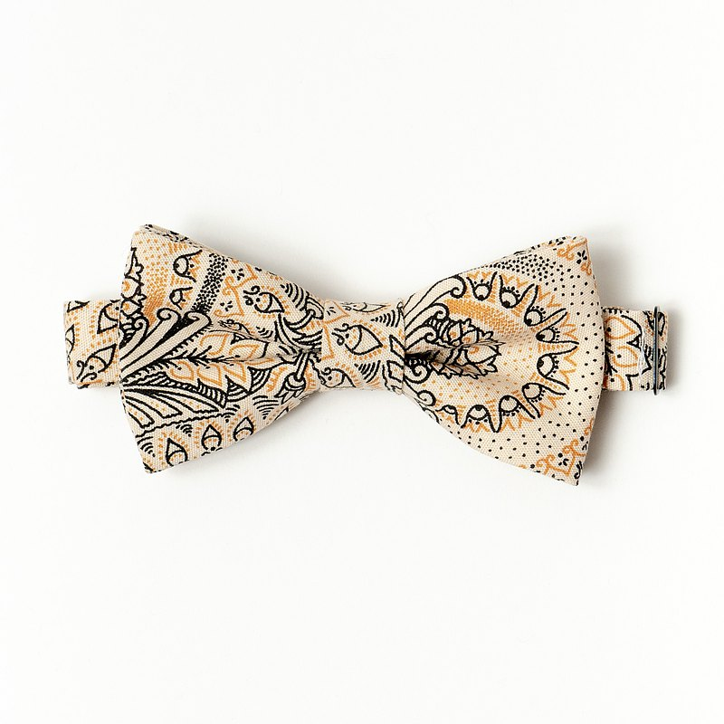 WINTER PAISLEY BOW TIE