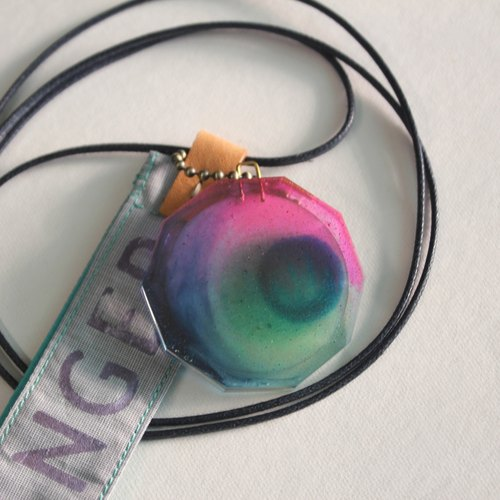 Small round mirror floating in the channel clear color resin ornaments