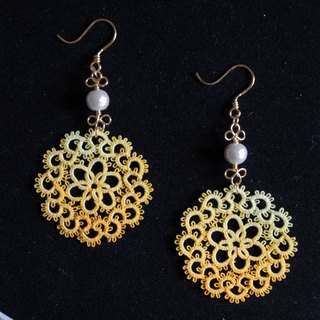 Tatting and cotton pearl earrings<lemonade>