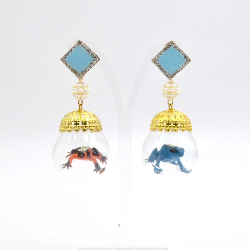 TIMBEE LO experiment small frog glass ball greenhouse earrings each only a pair of spot Oddities