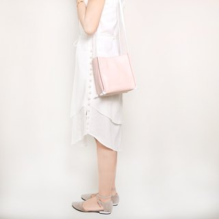 Box type bag. Pink leather / light pink / oblique pack / side backpack / summer essentials / square pocket / clutch bag / card card dragon color