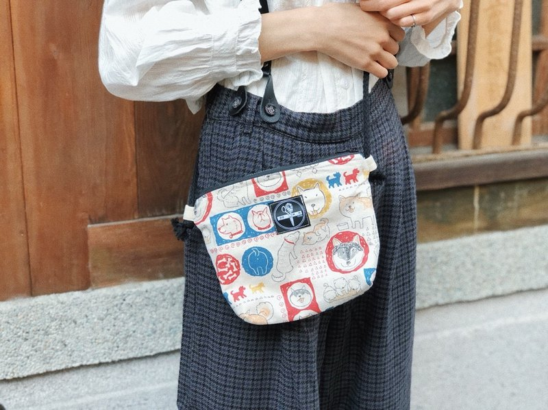 Side back small square bag / comic Achai