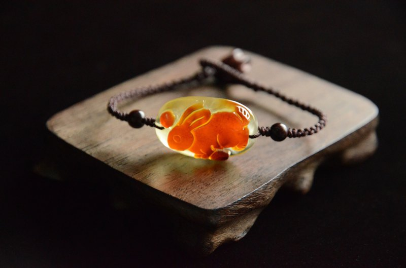 [customer order] natural amber carving rabbit mobile phone pendant bracelet