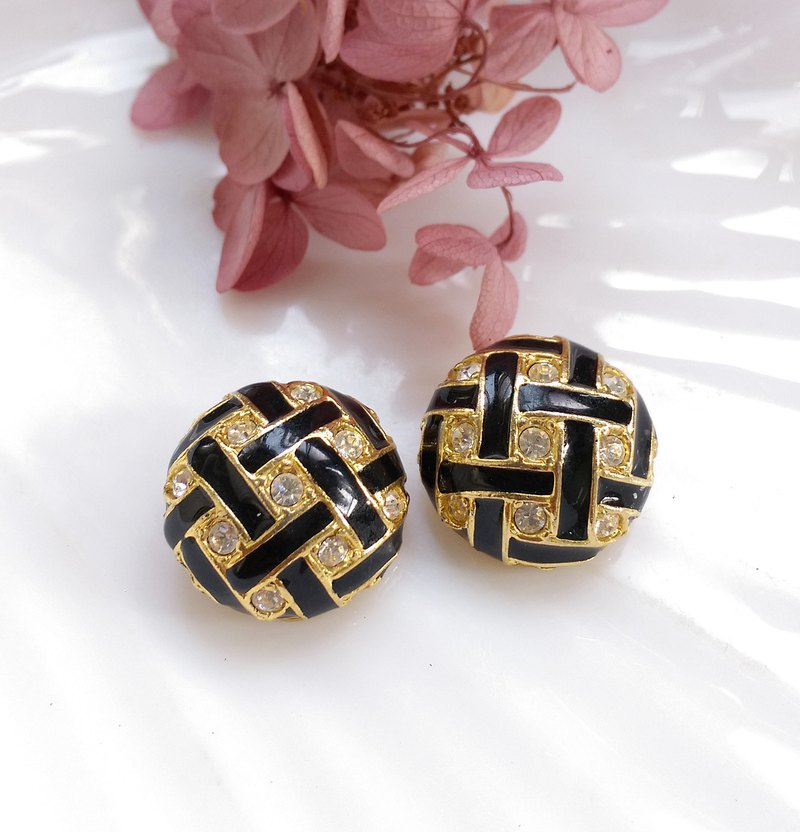 Western antique jewelry. ROMAN Black Clip Earrings