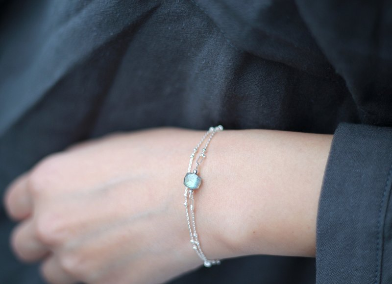 Time series ray light. Natural ore sterling silver bracelet Sri Lankan Labradorite double circle chain Y word chain