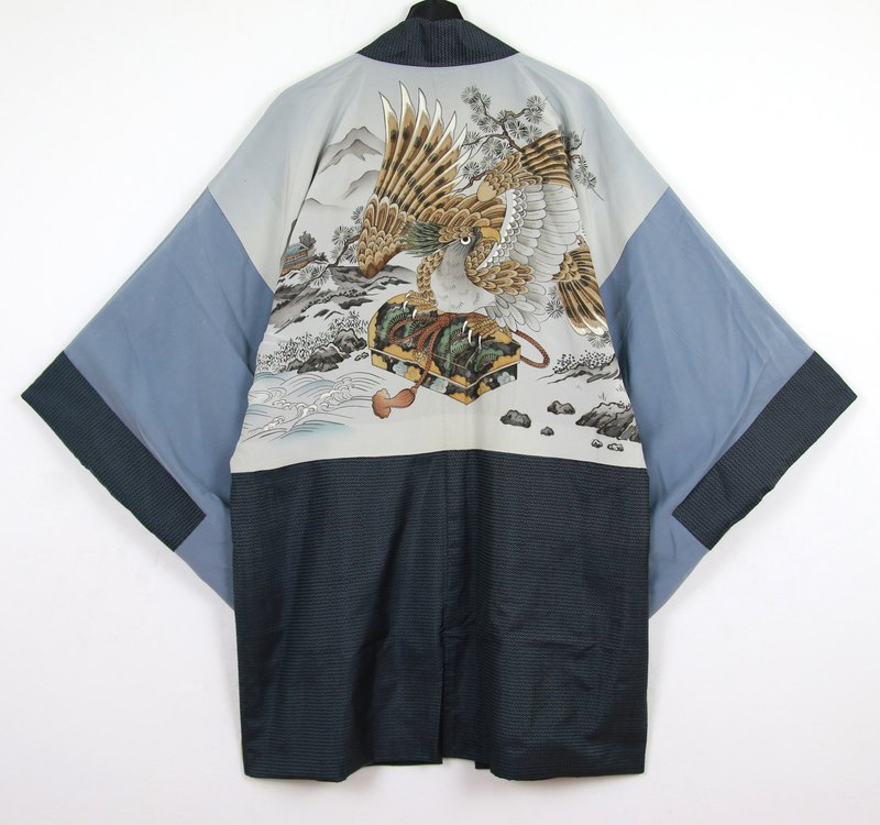 Back to Green Japan brought back a male feather hand-painted eagle box vintage kimono