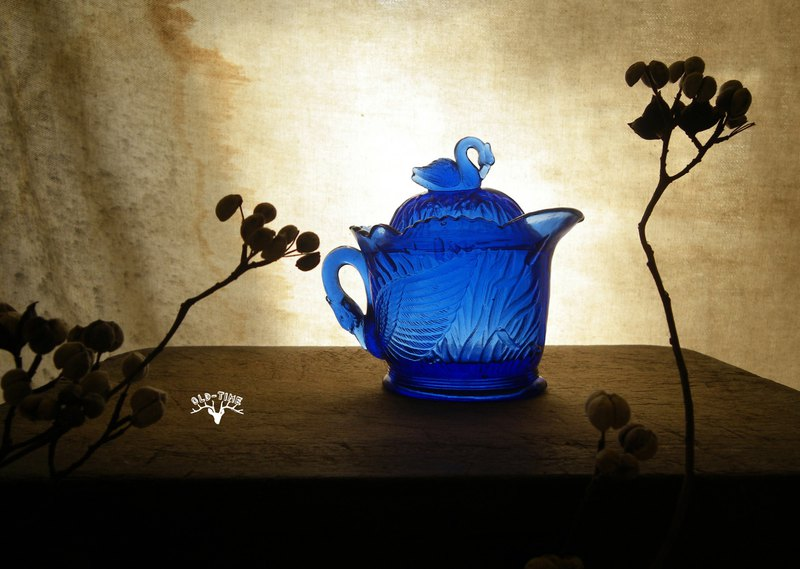 [Old Time OLD-TIME] Early Taiwanese Blue Glass Swan Pot