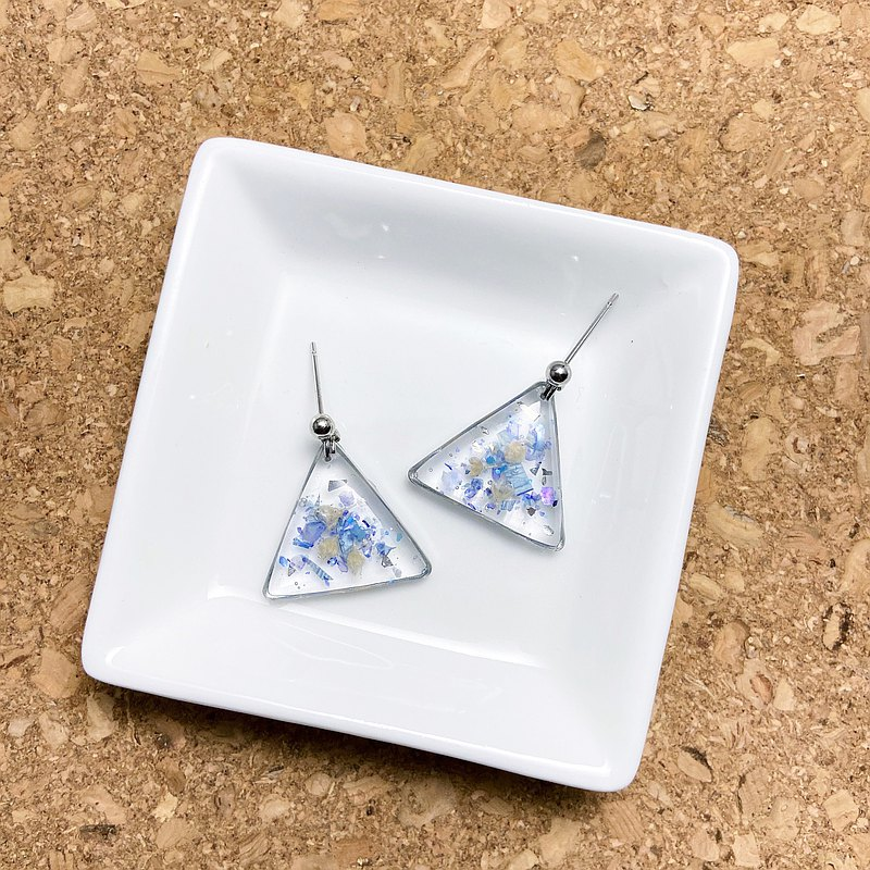 [Petri Dish] Series Transparent Triangle Earrings-Blue Shell Flower