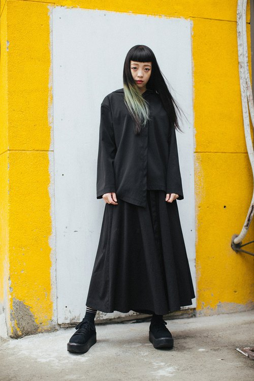 Asymmetric modeling hooded jacket