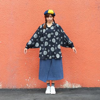 Vintage calfskin long-sleeved shirt Flying Sleeve Retro blouse 【Black and gray day pattern】【V-31】