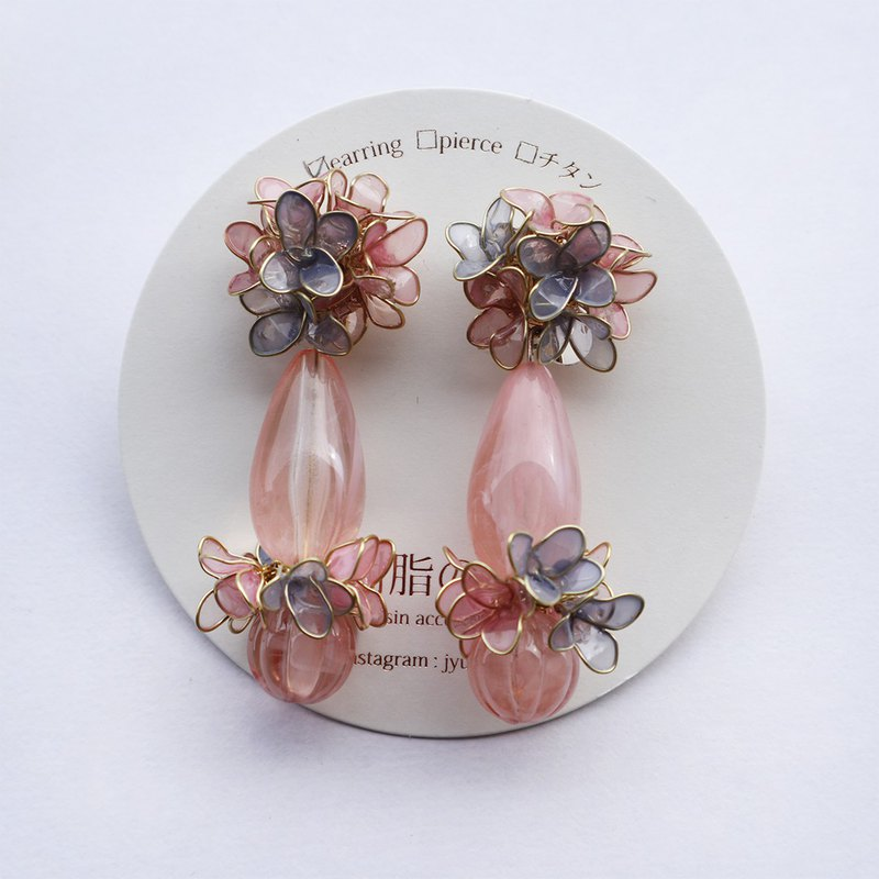 Play ear ornaments of flowers pink