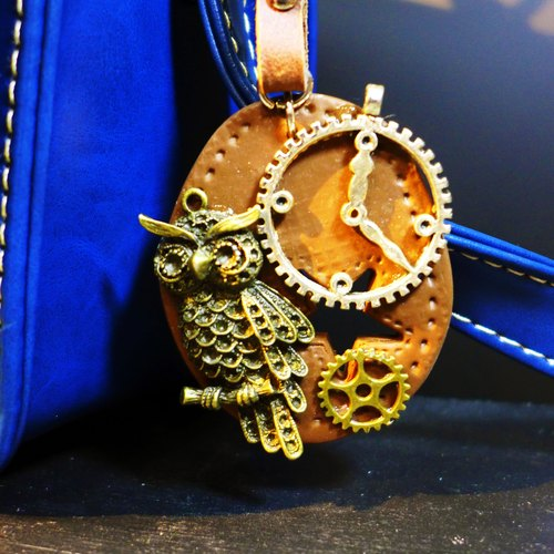 [Yuan] Saturn retro style elegant brown leather-temporal owl keychain | Personalized Party Series: space traveler | [Saturn Ring] This is Party: The Time Traveler | metal composite clay creation. Waterproof material. Necklaces can be changed