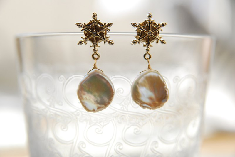 Snowflakes and poppy pearl earrings