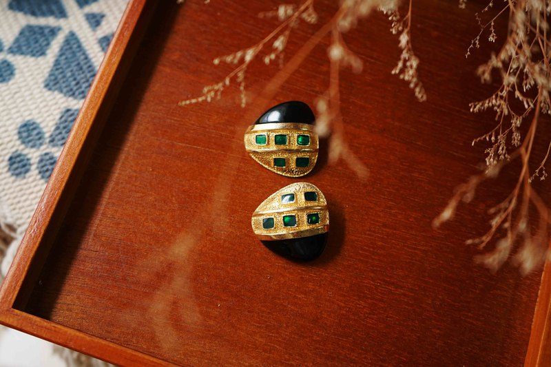 European miscellaneous goods-ladybug gem alloy-clip enamel antique earrings