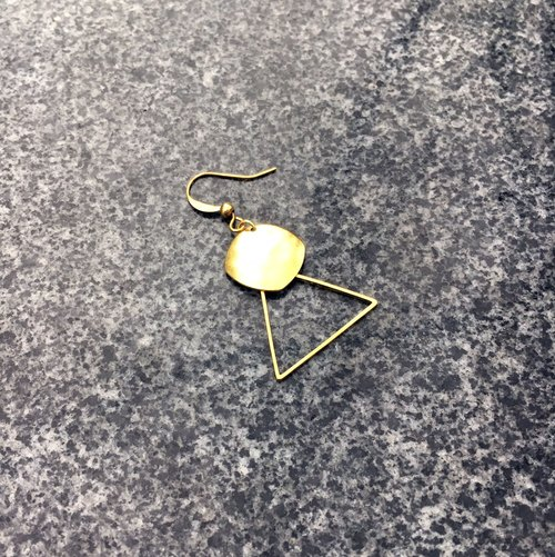 Can be changed clip - brass geometric earrings - low-key bright - single one