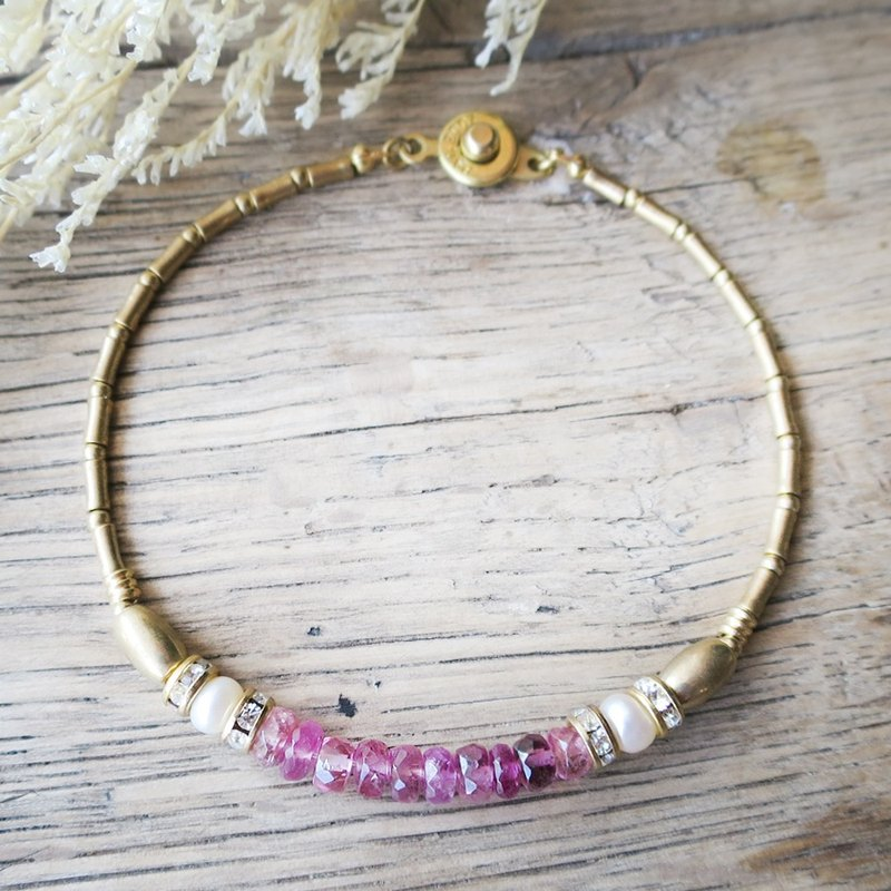 VIIART. English garden - red. Tourmaline pearl brass bracelet