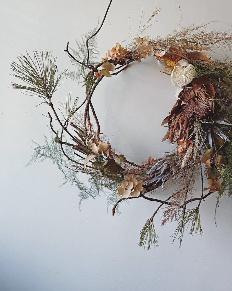 Dancing Wreath / Customized / Large Wreath / Dry Flowers
