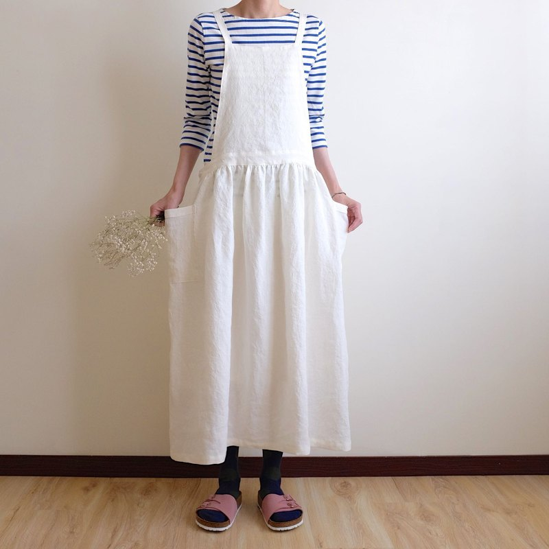 Daily hand made clothes, little girl, cotton, white tie, work apron, washed linen