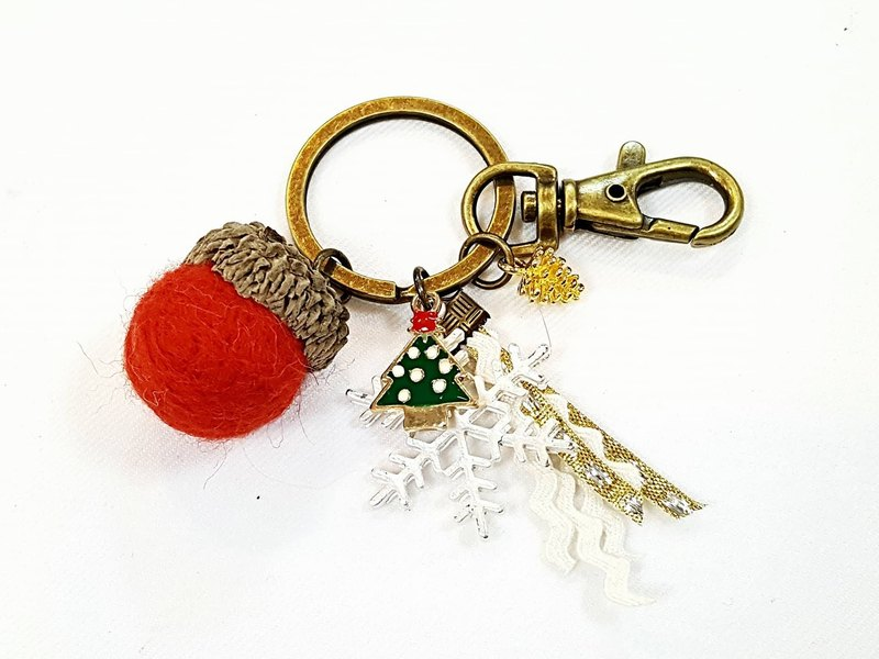 Paris * Le Bonheun. Happy forest. Merry Christmas. Christmas tree. Wool felt acorn. Pine cone key ring strap
