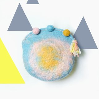 Good hand for playing hit sheep felting tassel hair ball zipper bag / girl university super spicy line