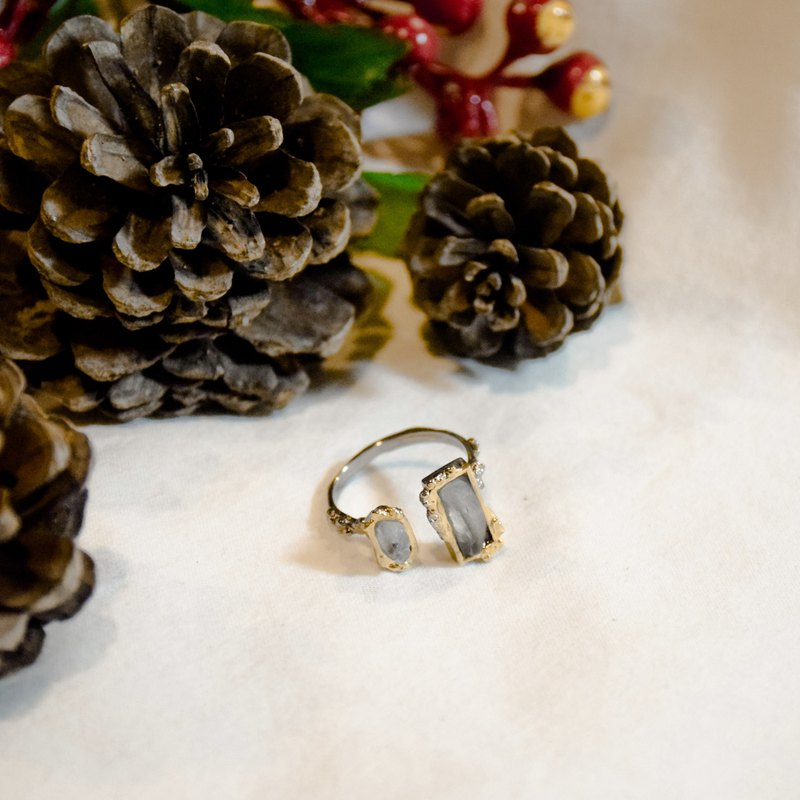Simple snowflake ring