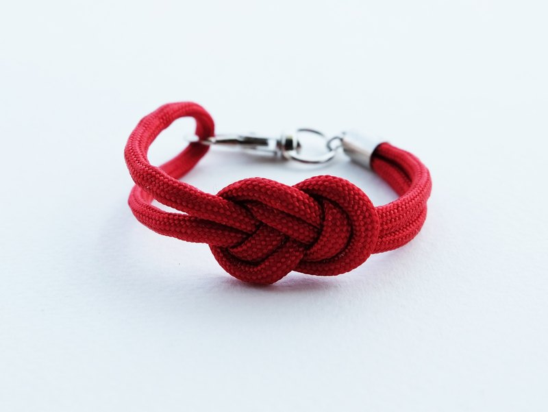 Paracord infinity-knot with metal clip bracelet in RED