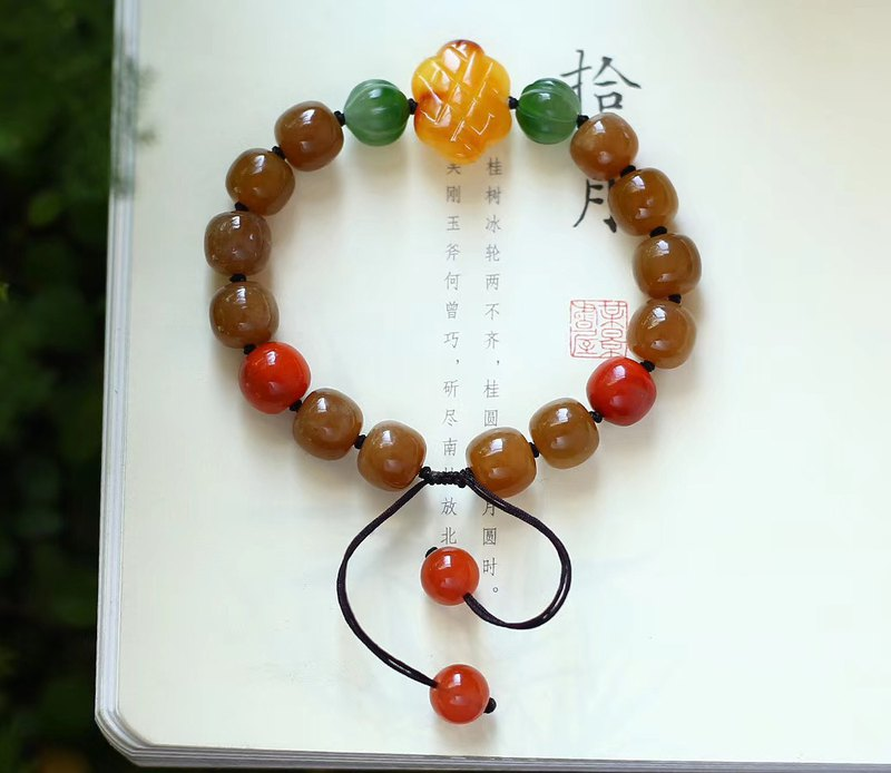 [Welfare price] boutique natural Hetian jade sugar old beads bracelet / with natural beeswax Chinese knot