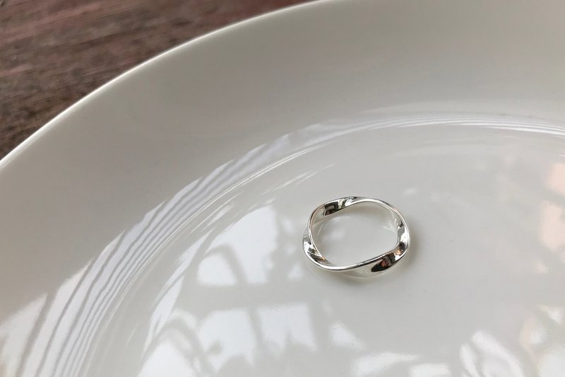 Soft twist simple twist ring / 925 sterling silver