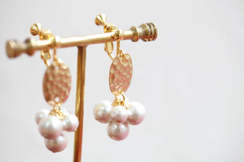 Gold-plated metal corrugated cotton and pearl earrings can be clipped Christmas gifts retro flamboyant